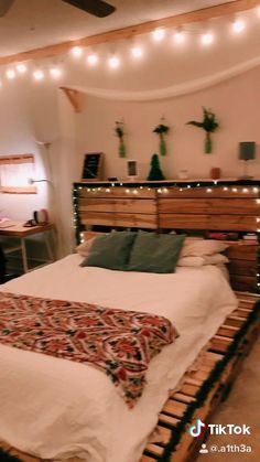 christmas room decor - The Effective Pictures We Offer You About diy face mask A quality picture can tell you many things - Bedroom Ideas For Small Rooms Cozy, Big Bedrooms, Small Room Bedroom, Room Ideas Bedroom, Bedroom Decor, Decor Room, Home Decor, Men Bedroom, Cozy Bedroom