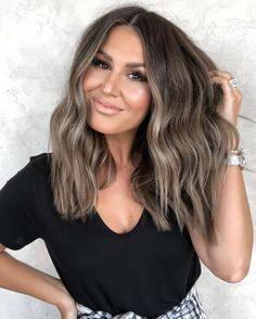 Hair Color And Cut, Hair Color Dark, Brown Hair Colors, Dark Hair, Fall Hair Colour, Gorgeous Hair Color, Balayage Hair Ash, Hair Highlights, Ash Brown Bayalage