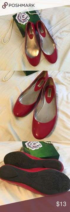 Steve Madden Red Patent Flats Super cute poppin red flats!//gently used--see pics for natural wear-small blemish on heels but not noticeable when worn//other than what is shown in pics these are in good condition//medium width Steve Madden Shoes Flats & Loafers