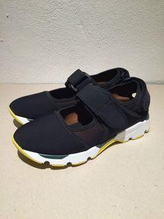 Shop Marni Scarpe: Sneaker con doppia chiusura a velcro, parte centrale in rete con colore a contrasto marrone e nero.
