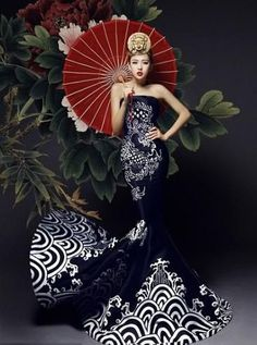 Japanese influence in fashion. I really like the silhouette of this dress. Looks like a mermaid...