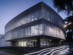 Detached from the ground Puma Energy's headquarter in Paraguay is located on Av. Spain, one of the main streets of the city with high traffic intensity and u...