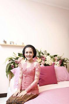 Javanese Wedding, Indonesian Wedding, Engagement Dresses, Wedding Engagement, Wedding Things, Dream Wedding, Kebaya Lace, Bathroom Things, Wedding Decorations