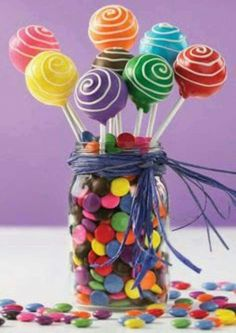 Cake pops and candy centerpiece. A super cute idea for a candyland birthday party. Babycakes Cake Pop Maker, Cakepops, Baby Shower Cakes, Cake Pop Displays, Simple Baby Shower, Candy Party, Party Fun, Party Time, Party Favors