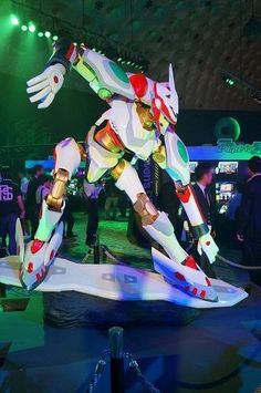 Nirvash. Man, I can only imagine what it would be like to have a statue like this of Gurren Lagann or Rah Xephon. O_o