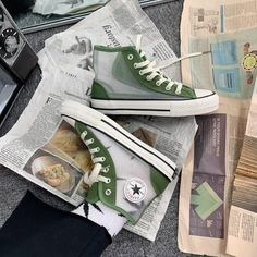 Secrets Of Sneaker Shopping. It's no surprise that a great deal of males and females simply choose to use sneakers. Mode Converse, Converse Shoes Outfit, High Top Converse Outfits, Sneakers Mode, Classic Sneakers, Sneakers Fashion, Shoes Sneakers, Black Converse, Converse High