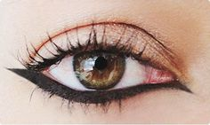 15 New Eyeliner Shapes To Replace Your Boring Cat Eye