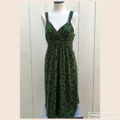 Green Patterned Dress Green Patterned Dress size medium hits right above knees Dresses Mini