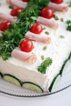 Perinteinen kinkkuvoileipäkakku suolakurkkutäytteellä   Maku Cake Sandwich, Sandwiches, Finnish Recipes, Ceviche, Cheesecakes, Feta, Camembert Cheese, Panna Cotta, Dairy