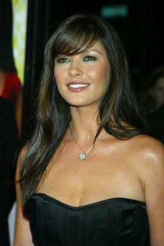 Gorg makeup and hair here on catherine zeta jones Catherine Zeta Jones, Swansea, Most Beautiful Women, Beautiful People, Cool Winter, Beauty And Fashion, Makeup For Green Eyes, Classic Beauty, Beauty Women
