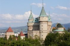 Bojnice Castle – a fairytale castle and a romantic place, Slovakia Fairytale Castle, Romantic Places, Travel Articles, Statues, Barcelona Cathedral, Fairy Tales, Mansions, House Styles, Building