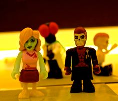Zombie Cheerleader and Baron Samedi. #Famoclick #Monsters #Zombies #toys #juguetes