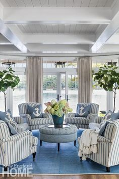 Classic New England Charm on Lake Winnipesaukee - New England Home Magazine New Hampshire, New England Style, New England Homes, New England Decor, My Living Room, Living Spaces, Beachy Living Rooms, Décor Boho, White Rooms