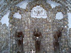 Nuestra Señora de la Concepción de los capuchinos, es una iglesia situada en Via Veneto, Roma, encargada por el Papa Urbano VIII, cuyo hermano, Antonio Barberini, era un fraile capuchino. Esta imagen es de la cripta.