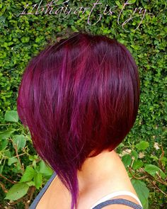 21 fresh hairstyles with red violet hair colors - hairstylec Red Violet Hair, Violet Hair Colors, Plum Hair, Burgendy Hair, Maroon Hair, Stacked Hairstyles, Short Bob Hairstyles, Burgundy Bob, Cheveux Oranges