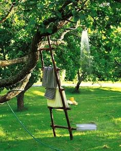 DIY Outdoor shower I absolutely love this idea. Use a garden hose to make an outdoor shower. Hose my dirty kids off before coming inside. Outdoor Fun, Outdoor Spaces, Outdoor Living, Outdoor Decor, Outdoor Ideas, Outdoor Parties, Outdoor Entertaining, Diy Projects For Kids, Outdoor Projects