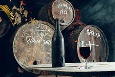 Viinistään saari tunnetaan. Madeira-viini on erityisen hyvä tuliainen viinin ystävälle.  #madeira Travel Memories, Bottle, Wood, Travel Souvenirs, Flask, Jars