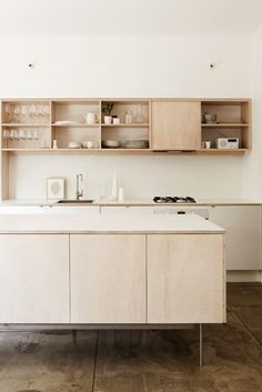 Natural wood kitchen / cuisine - bois clair