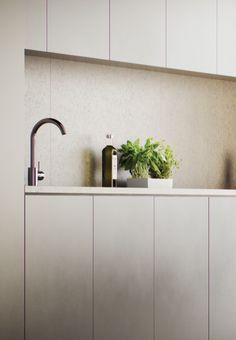 Kalkstenskiva i grått kök