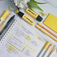 4 Reasons to Learn Handwriting – Improve Handwriting Bullet Journal School, Bullet Journal Banner, Bullet Journal Notes, Middle School Hacks, Diy Back To School, School Study Tips, Pretty Notes, Cute Notes, Good Notes
