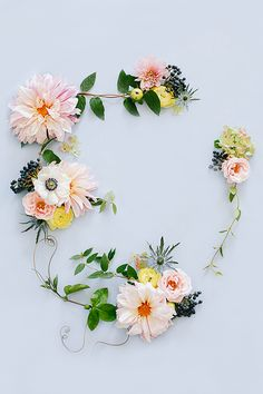 pretty flower garland that makes us feel whimsical! We love all things that feel whimsy and fun so this floral garland is speaking our language! My Flower, Fresh Flowers, Beautiful Flowers, Spring Flowers, Flower Art, Hair Flowers, Flower Mandala, Deco Floral, Arte Floral