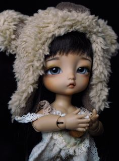 She's brown skin with a wig from Formydoll and an outfit buyed on Etsy of Angel Garden by Chilly. Plastic Doll, Brown Skin, Bjd Dolls, Ball Jointed Dolls, Wigs, Alice, Disney Princess, Disney Characters, Etsy