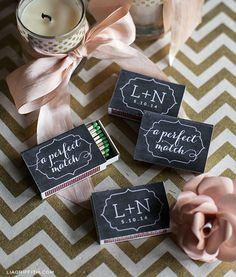 Idée cadeau invité mariage - Des boites d'allumettes personnalisées, une bonne idée pour vos cadeaux d'invités de mariage.  http://liagriffith.com/personalized-matchbox-wedding-favors/
