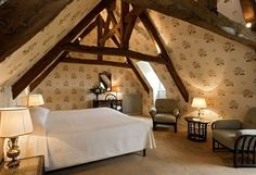 In the Calvados, the Château d'Audrieu, welcomes you to a residence with the charm of yesteryear. Discover this property listed as a historical monument. French Country Interiors, Historical Monuments, Property Listing, Outdoor Furniture, Outdoor Decor, Luxury Travel, Kids Room, Mirror, Bedrooms