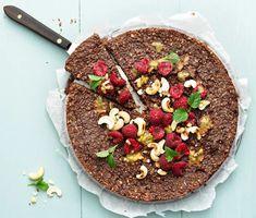 Nyttig kladdkaka | Recept ICA.se Healthy Baking, Healthy Snacks, Healthy Recipes, Mini Cheesecakes, Crunches, Acai Bowl, Delish, Goodies, Food And Drink