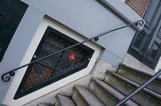 """@annefrankhouse (Prinsengracht 263-267): """"For our Dutch followers: @Amsterdam_2013 @annefrankhouse doet mee met #grachtencode. De zegel is te vinden tussen oude en nieuwe ingang..."""""""