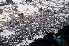 Megève welcomes its guests in a preserved setting where mountain architecture and cobblestone streets blend perfectly into the surrounding landscape. City Photo, Mountains, Landscape, Architecture, Street, Nature, Travel, Arquitetura, Naturaleza