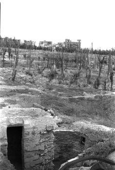 Madrid, octubre de 1939.- Puesto avanzado de los nacionales en el Parque del Oeste. Al fondo, edificios del Paseo Moret.- Efe/Miguel Cortés/jt