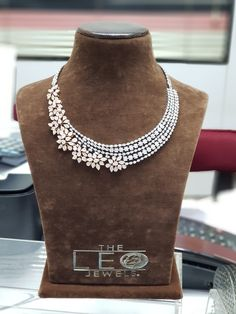 Real Diamond Necklace, Diamond Jewelry, American Diamond Jewellery, Pearl Necklace Designs, Dimonds, Chocker, Diy Design, Tiffany, Fashion Outfits