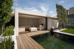 Poolhouse en buitenkeuken | Bogarden Pool House, Dream Patio, Pool Houses, Garden Room, Outdoor Design, Outdoor Entertaining Area, Modern Pool House, Indoor Outdoor Living, Modern Gazebo