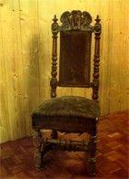 Restauration d'une chaise ancienne - Décaper les parties en bois | Maisonbrico.com