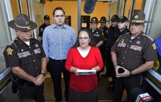 Kentucky clerk won't interfere with gay marriage licenses - Yahoo News