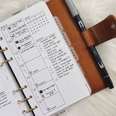"""393 mentions J'aime, 3 commentaires - 𝕒 𝕣 𝕖 𝕝 𝕝 𝕖 ✦ (@rleplans) sur Instagram: """"the week's end ➪  here's another weekly i use that gives me the snapshot, the overview. main…"""" Agenda Planner, Happy Planner, Notebooks, Journals, Printable Planner Pages, Journal Template, Planner Organization, Planner Inserts, Journalling"""