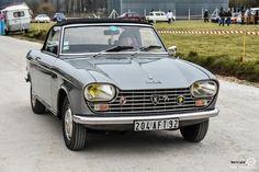 #Peugeot #204 #Cabriolet au rasso de St Lubin les Joncherets Reportage : http://newsdanciennes.com/2016/03/21/retour-au-rassemblement-juvaboun-de-st-lubin-des-joncherets/ #Voitures #Anciennes #VintageCar