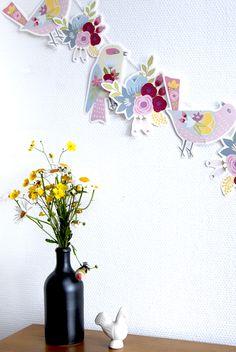 gratuit à imprimer guirlande oiseaux bouquet de fleur free printable bunting birds 2 Paper Birds, Paper Flowers, Printable Banner, Free Printables, Diy For Kids, Crafts For Kids, Diy Fleur, Spring Banner, Bird Free