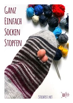 Sock mending tutorial How to fix a hole in your handknit socks - Home Cleaning Remedies, Diy Home Cleaning, Visible Mending, Darning, Diy Home Crafts, Sewing Hacks, Fingerless Gloves, Color Patterns, Arm Warmers