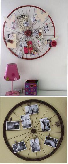 Fahrrad-Rad-Fotohalter. Einfach an die Wand befestigen, zB. mit einer Schnur von der Decke oder mit einem langen Nagel, der durch das Loch in der Mitte des Rads gehämmert wird. Fotos können mit Wäscheklammern oder mit Hilfe der Speichen befestigt werden.