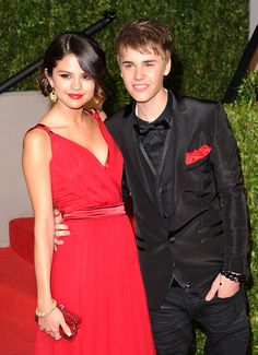 Selena Gomez Wants To Buy Justin Bieber A Romantic Christmas�Present only a romantic Christmas present to clint Lewis not for Justin