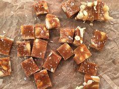 Skuren knäck med cashewnötter | Recept från Köket.se Homemade Sweets, Homemade Candies, Christmas Sweets, Christmas Baking, Xmas, Pastry Recipes, Dessert Recipes, Desserts, Home Made Candy