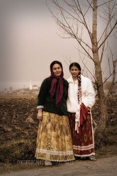 Gypsy Girls Gypsies www.kulturom.ru International Society for the Romani Culture Studies