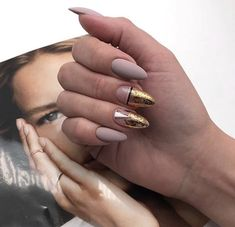 Nail art is a very popular trend these days and every woman you meet seems to have beautiful nails. It used to be that women would just go get a manicure or pedicure to get their nails trimmed and shaped with just a few coats of plain nail polish. Nude Nails, Black Nails, Matte Nails, Acrylic Nails, Coffin Nails, Nail Tip Designs, Pretty Nail Designs, Nails Design, Manicure Natural