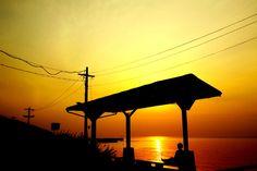 沈んでいく夕日をただ見つめる、そんな時間は日常生活でなかなかないもの。