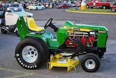 lawn mower drag racing Do It Yourself Lawn Care Tips & Advice Obtaining an eco John Deere Garden Tractors, Lawn Mower Tractor, Tractor Drawbar, Small Tractors, Old Tractors, Lawn Tractors, Antique Tractors, Vintage Tractors, Antique Cars