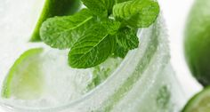 Glass of Mojito-Flavored Water Kefir- Mint, lime, and sweet-tangy water kefir. Skinny Taste, Fun Drinks, Yummy Drinks, Yummy Food, Cold Drinks, Healthy Drinks, Healthy Meals, Healthy Food, Non Alcoholic Mojito