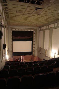 """Interior del """"Cine Yago"""". Santiago de Compostela (Spain). Esperando a que a se derrumbe para hacer """"algo moderno"""" ..."""