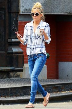 Kate Hudson goes for a laid-back look in a light Rails plaid button-down
